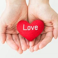 バレンタインデーにチョコレートをもらったら、その女性を意識する? 男性心理と「意識される方法」